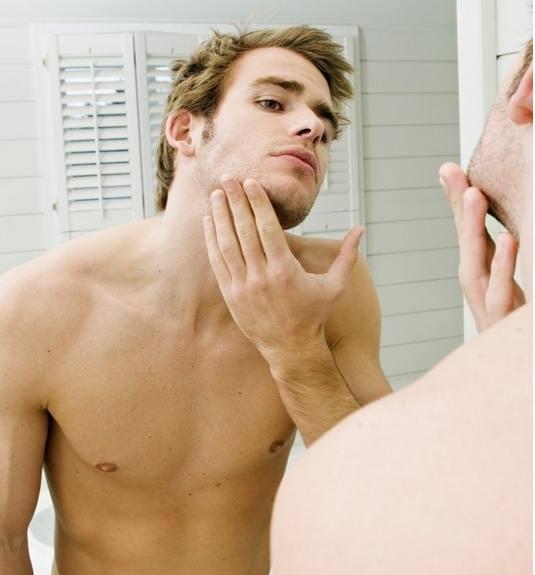 """男士护肤只需各种小动作 拍揉擦喷搞定""""面子"""""""