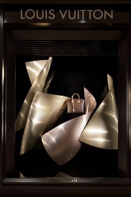 路易威登櫥窗將陳列Gehry雕塑作品及品牌2014秋冬系列
