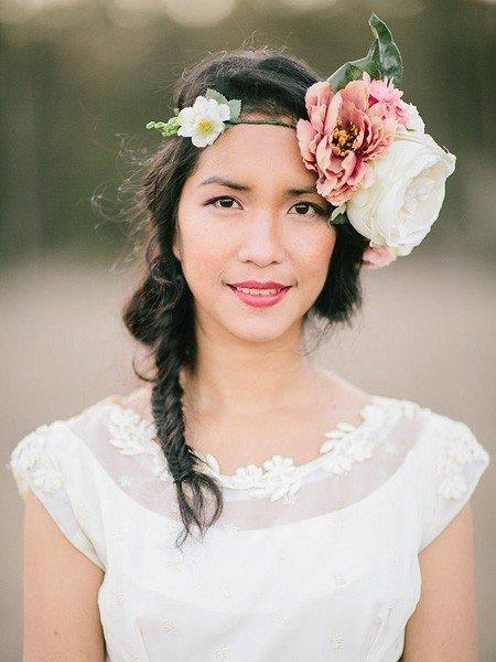婚礼必备!花朵头饰满足新娘浪漫梦幻