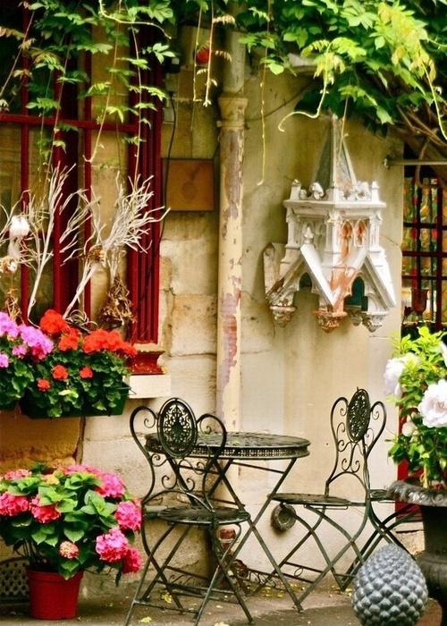 这样的巴黎,你想来喝杯咖啡吗?