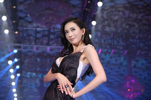林志玲亲自设计内衣上演时尚风,尖叫声不断图片