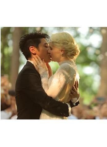 撒贝宁李白夫妇甜蜜新婚 九朵玫瑰成婚礼宠儿