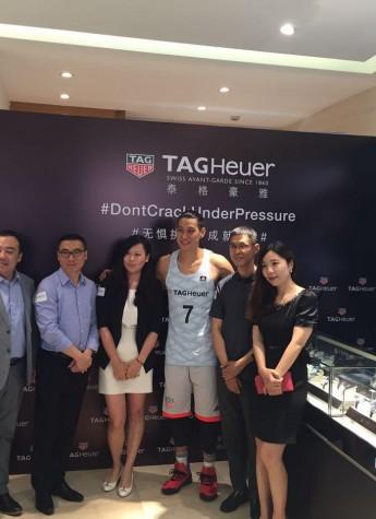泰格豪雅品牌大使林书豪 造访亨得利集团上海钟表商店
