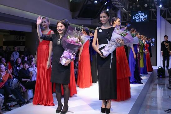 2016武汉时装周武汉国广时装发布会上演廊桥伊梦