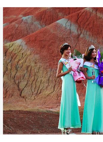 著名表演艺术家侯耀华出席23届世界旅游小姐年度皇后张掖直选赛
