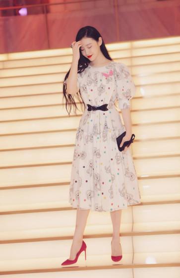 演员张辛苑受邀出席粉红丝带慈善晚宴 呼吁关爱女性健康