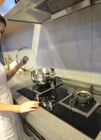 海尔燃气灶以控温防干烧重塑行业高端灶具标准