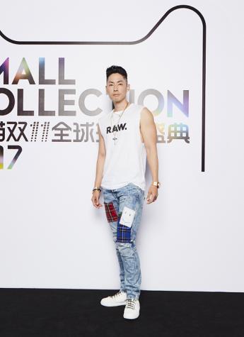"G-Star RAW限定牛仔裤曝光 吴建豪化身""玩裤""型男激情演绎"