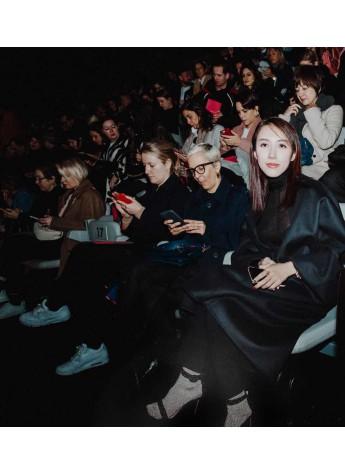 米兰时装周上被阿玛尼先生亲自接待的中国女孩是谁?