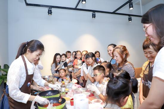 """驻上海韩国文化院韩料课堂""""走出去"""", 带领45组家庭体验韩式风味"""