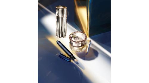 如钻光采 奢美无瑕 CPB肌肤之钥底妆三部曲 打造长效精致妆容