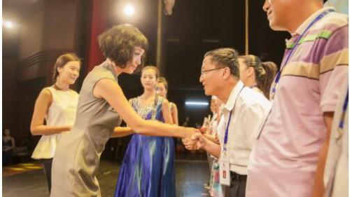 《中国慈善家》封面中央的女人:魏雪——温润,而棱角分明