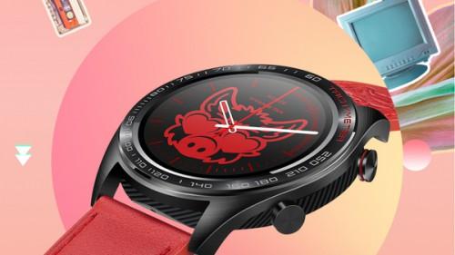 能量红?#40644;?#21051;板风格,智能手表竟然也有潮牌了
