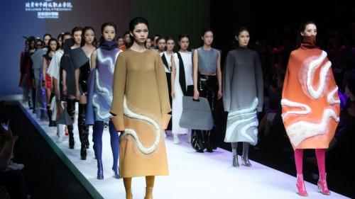 北京电子科技职业学院艺术设计学院2019届服装毕业设计作品亮相中国国际大学生时装周