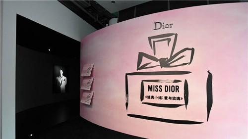 星光熠熠|《迪奧小姐:愛與玫瑰》展覽昨夜在上海震撼開幕!
