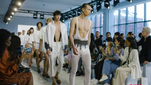 """天猫把中国""""秋裤""""时尚带到纽约时装周  老外:冬天的救星来了"""