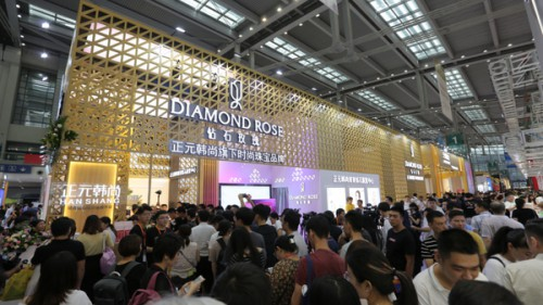 "DIAMOND ROSE:繽放""中國鉆""的輕奢風尚"
