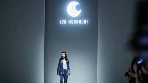 帅酷设计师Moon解构高级时尚 艺人宋文熙助威时装周