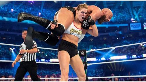 WWE舞台所展现的女性力量 全世界受到鼓舞