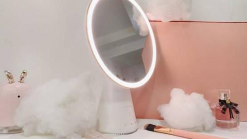 """打造完美妆容,你需要一点天猫精灵的""""智能光"""""""