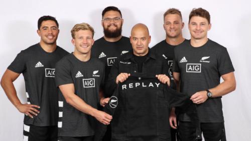 "REPLAY成為新西蘭橄欖球隊ALL BLACK""官方正裝合作伙伴"""