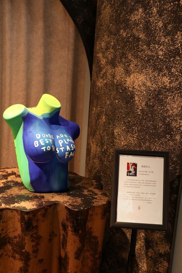 《【摩鑫平台主管待遇】欲望的幻真之境,青色atelier intimo携手索美画廊邀你参观丁雄泉艺术展》