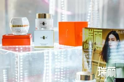 《【摩鑫娱乐佣金】片仔癀化妆品C位入驻上海美博会,助燃国风热》