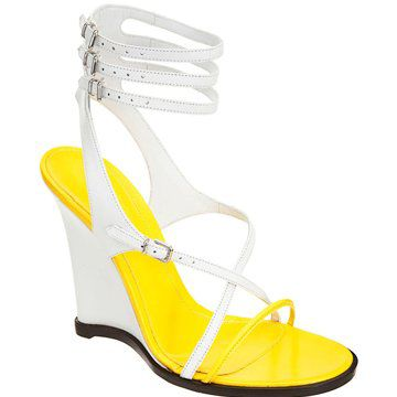黄底及踝凉鞋