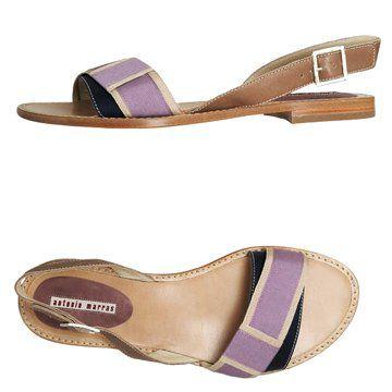 紫色平底凉鞋