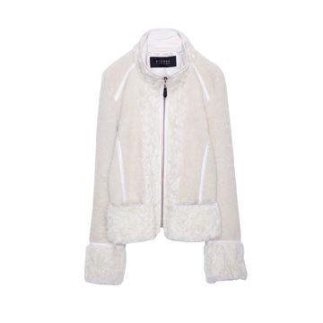 白色羊绒外套