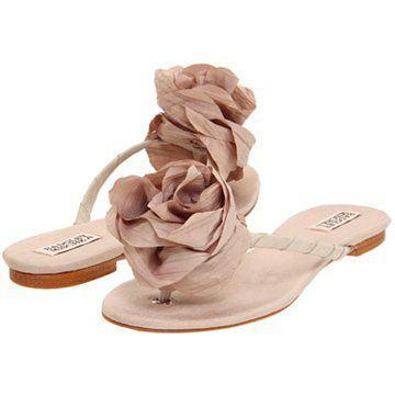 米色平底凉鞋