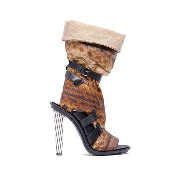 棕红色蛇皮高跟鞋