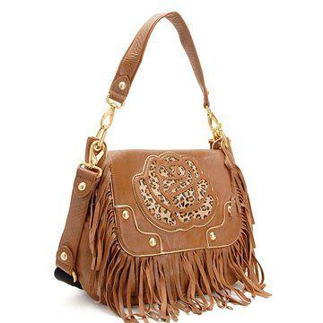 浅棕色皮革手提包