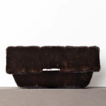深棕色毛皮手拿包