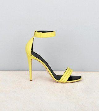 黄色皮质高跟凉鞋