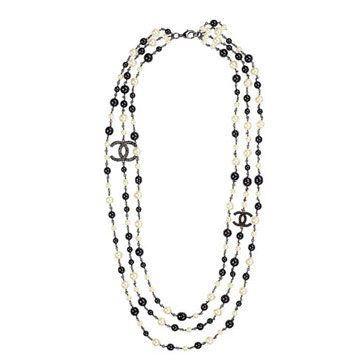黑色与白色珍珠项链