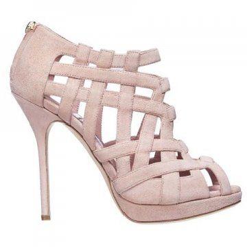裸粉色高跟凉鞋