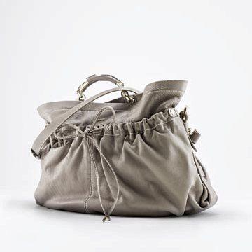 灰色皮革手提包