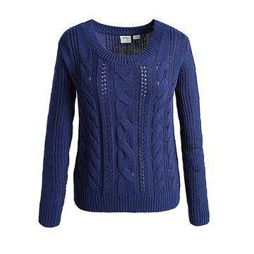 蓝色套头针织衫