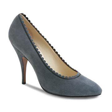 灰色麂皮高跟鞋