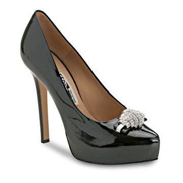 黑色漆皮高跟鞋