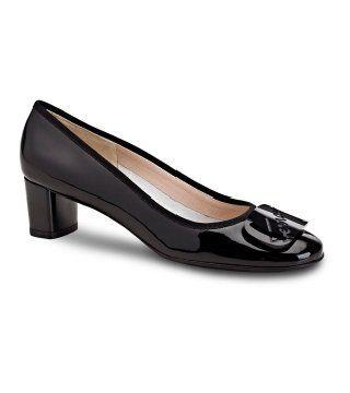 暗色低跟鞋