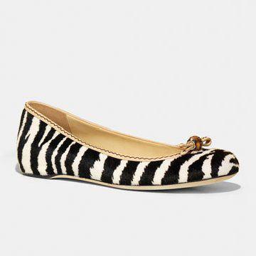 黑白间色皮质平底鞋