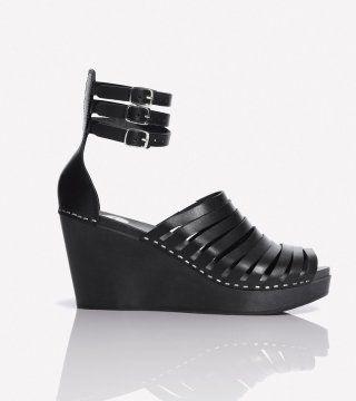 黑色带式坡跟鞋