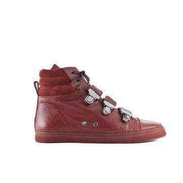 酒红色皮革平底鞋