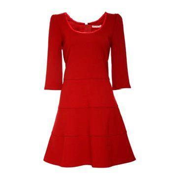 红色丝绵连衣裙