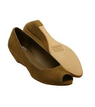 棕色鱼嘴鞋