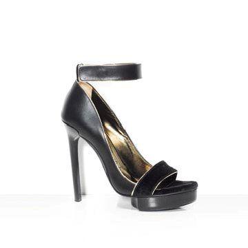 黑色皮革高跟鞋