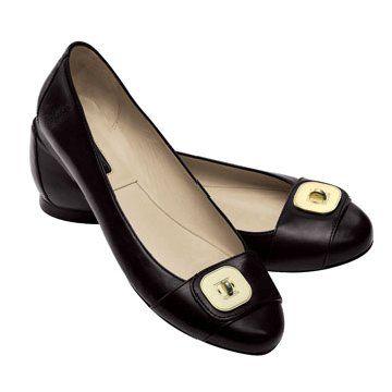 黑色皮革平底鞋