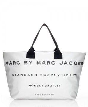 白色字母购物袋